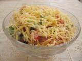 Салат из помидор с сыром.