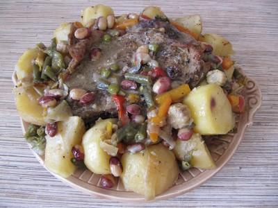 Баранина тушенная с овощами.