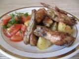 Куриные крылышки в духовке с картошкой.