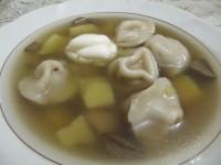 Грибной суп с пельменями.