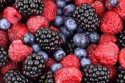 Полезные и защитные вещества в плодах и ягодах.