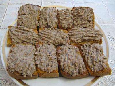 Бутерброды со шпротами.