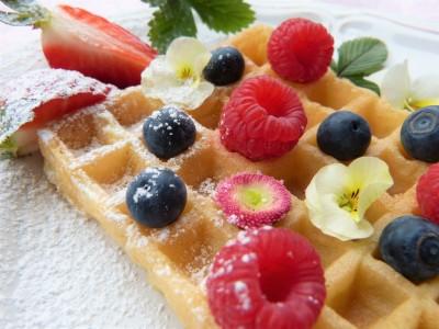 Фруктоза, чем она отличается от сахара ?