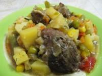 Тушеная утка с овощами.